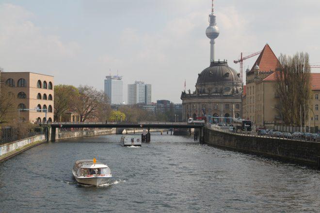 Berlin, Schiff auf der Spree