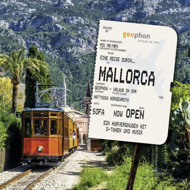 Cover Hörbuch Mallorca; Historische Bahn vor den Bergen der Serra Tramuntana.